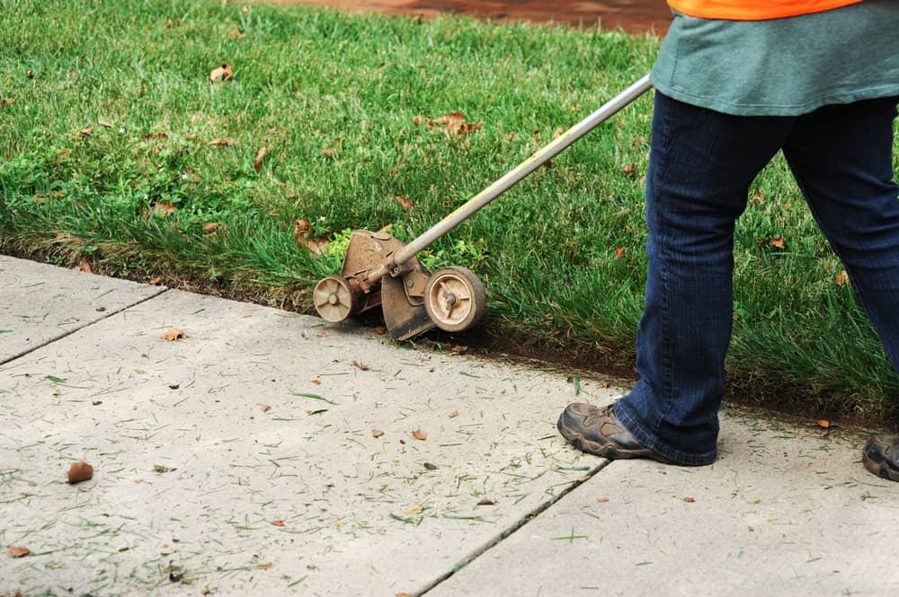 How to trim lawn edges
